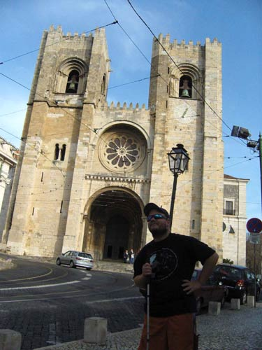 Tony in front of Sé cathedral